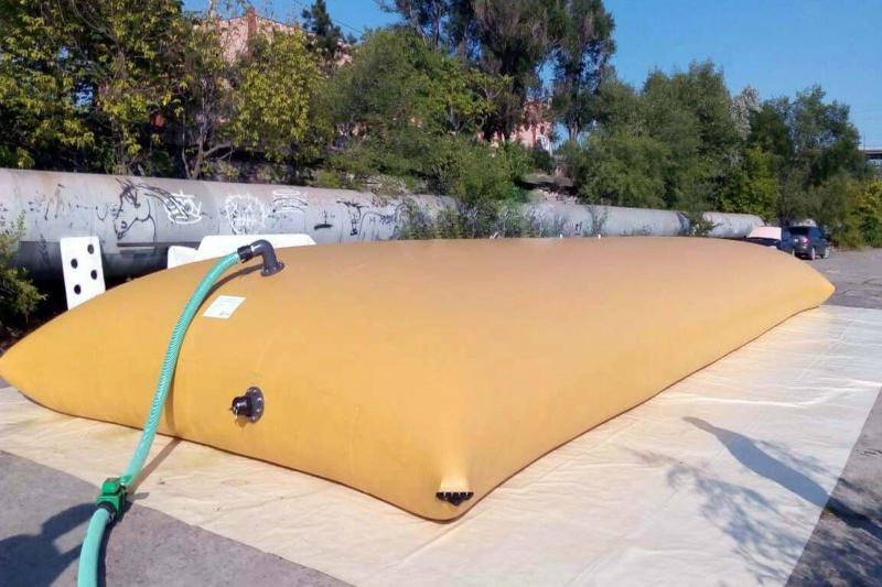 Reservatorio de agua feito com lona